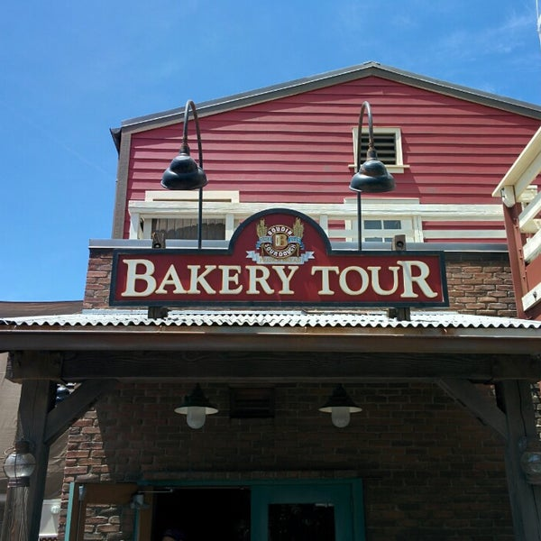 Photo taken at The Bakery Tour, hosted by Boudin® Bakery by Rob G. on 6/2/2014