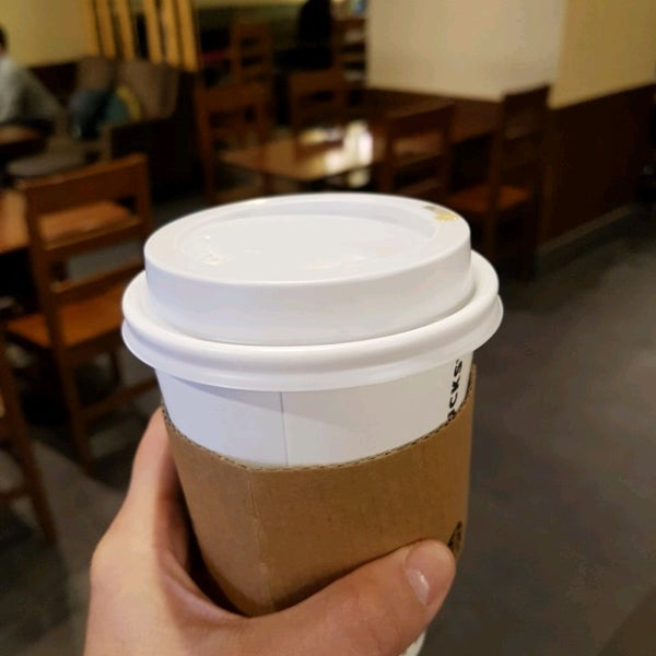 Photo taken at Starbucks by 김 개. on 1/30/2017