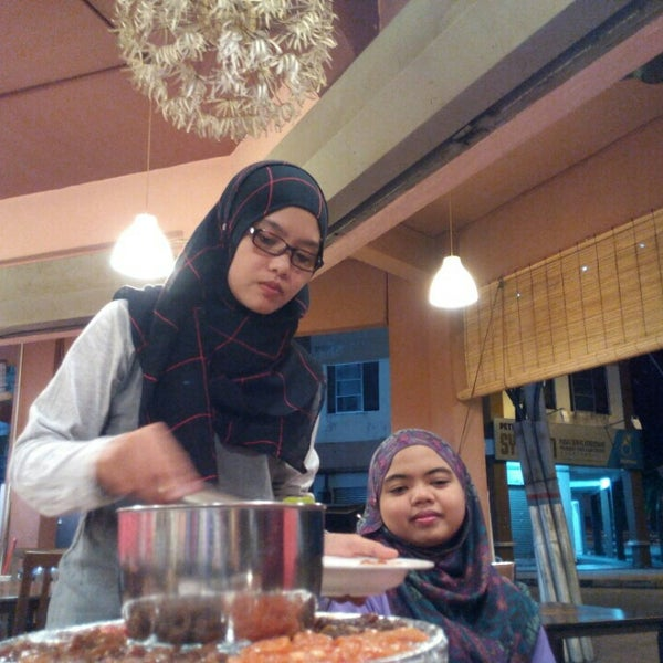 Photo taken at Mak Engku Steamboat & Grill by Farah D. on 4/12/2016