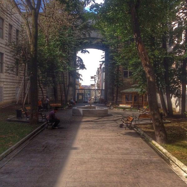 รูปภาพถ่ายที่ İstanbul Üniversitesi Kongre Kültür Merkezi โดย Gökhan Ç. เมื่อ 9/12/2018