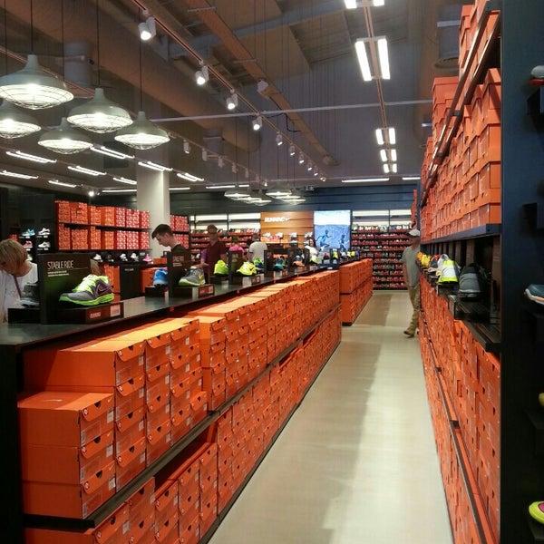 รูปภาพถ่ายที่ Parkgate Shopping Centre โดย Toski E. เมื่อ 7/18/2015