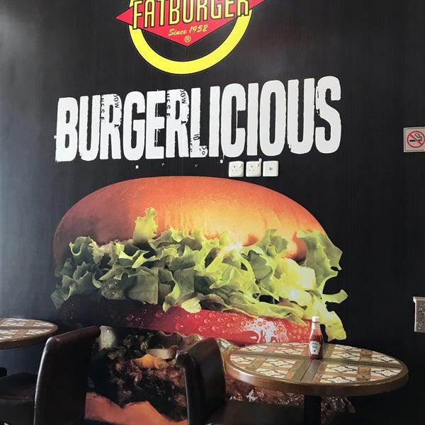 Photo taken at Fatburger by Alorefan A. on 7/31/2017