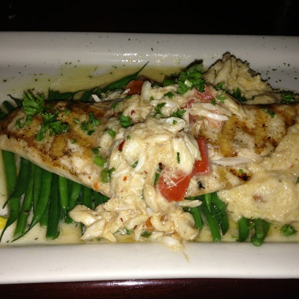 Photo taken at Pappadeaux Seafood Kitchen by ThaoLinh on 12/21/2012
