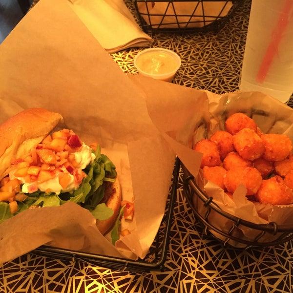 Photo taken at Kings of Kobe - The Burger & Hot Dog Monarchy by Lisa I. on 6/4/2017