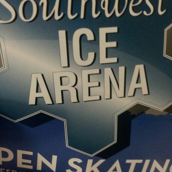 รูปภาพถ่ายที่ Southwest Ice Arena โดย Dawnya เมื่อ 2/23/2014