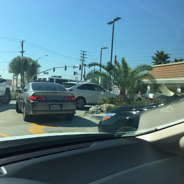 Photo taken at In-N-Out Burger by Raihaneh on 8/28/2017