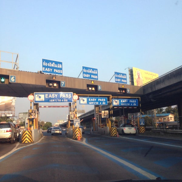 Photo taken at Dao Khanong Toll Plaza by Gigky J. on 4/10/2016