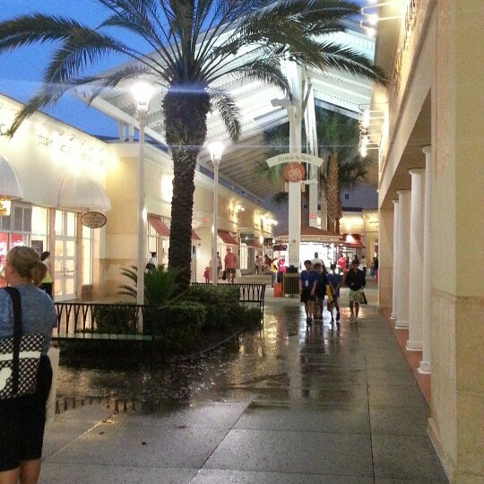 Photo taken at Orlando Vineland Premium Outlets by Dion d. on 5/3/2013
