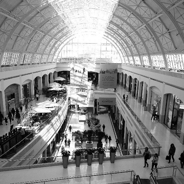 Photo taken at Shopping Iguatemi by Raphael C. on 6/15/2013