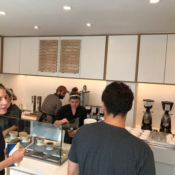 9/20/2017 tarihinde Noah W.ziyaretçi tarafından Blue Bottle Coffee'de çekilen fotoğraf