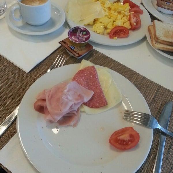 Foto scattata a Hotel Arcimboldi da ... il 1/25/2015