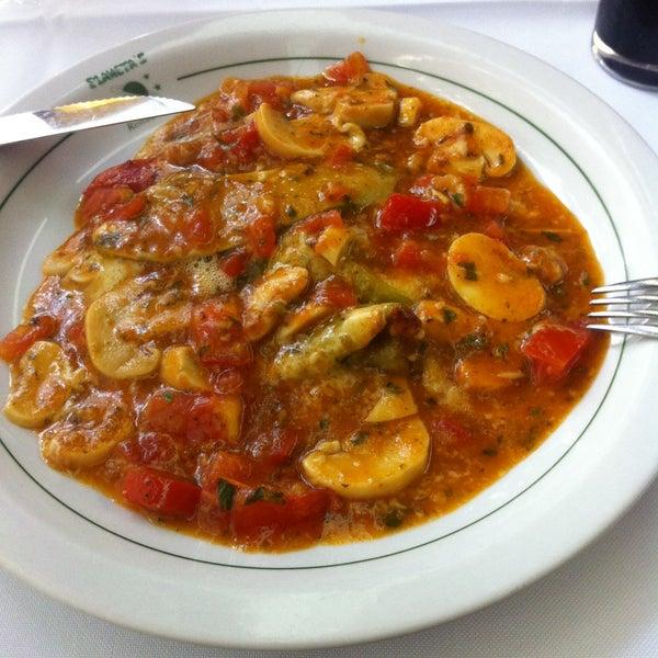 Foto tirada no(a) Restaurante Planeta's por Ju C. em 12/24/2014