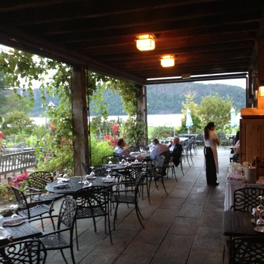 Photo taken at Harvest On Hudson by Willie M. on 9/20/2012