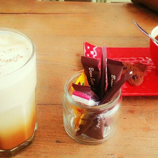 Photo taken at JAVA BEAN Coffee & Resto by CameliAndini - Miss Red on 1/5/2014