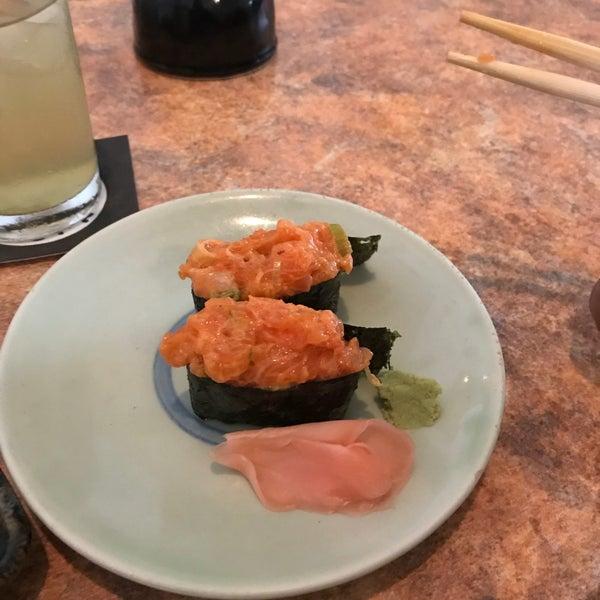Seguí las recomendaciones: calamar relleno de pasta de cangrejo delicioso, el spicy salmón muy rico, el tofu frito...rico pero es tofu, el lenguado un poco extraño el sabor hay q probar todo el menú.
