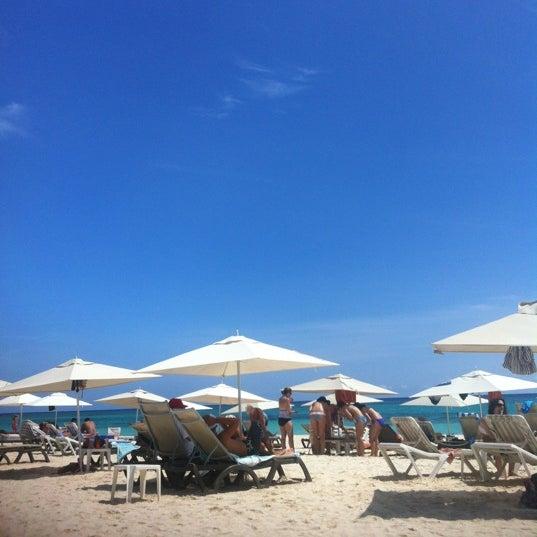 Foto tomada en Kool Beach Club por Alexis M. el 10/10/2012