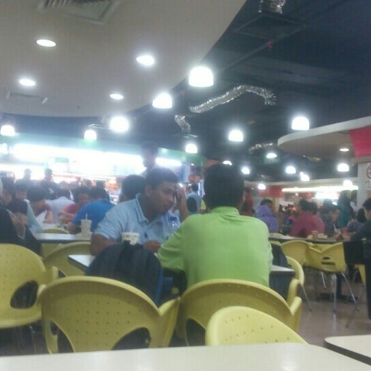 Photo taken at Oasis Food Court by Puchong P. on 7/21/2016