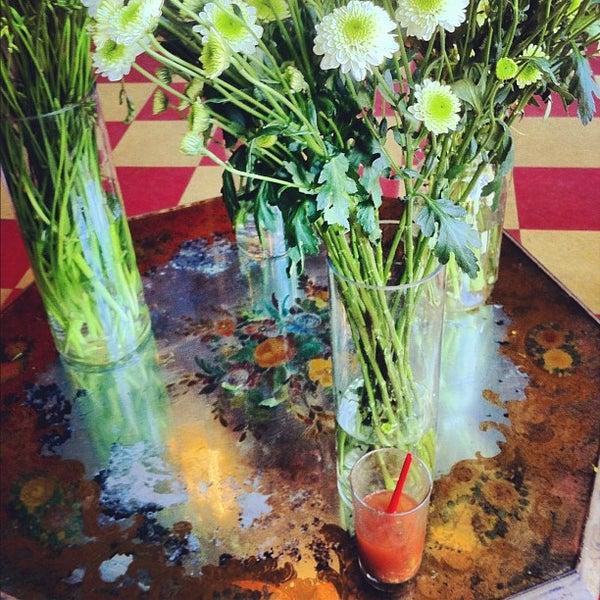 Das Foto wurde bei Sycamore Flower Shop + Bar von 3FLOZ am 4/7/2012 aufgenommen