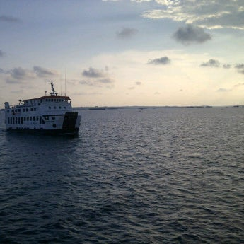 Photo taken at Pelabuhan speedboat kampung baru by Teguhwin b. on 5/15/2012