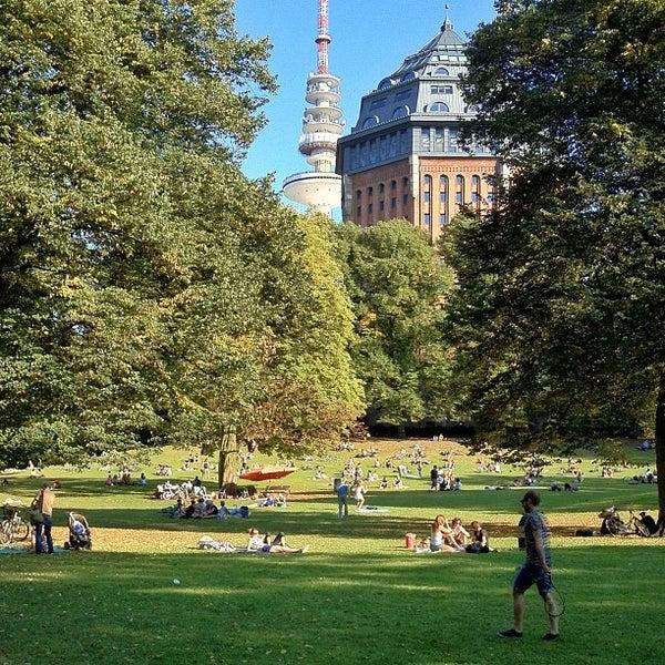 sternschanzenpark park in sternschanze. Black Bedroom Furniture Sets. Home Design Ideas