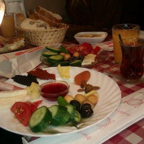 4/14/2012 tarihinde Kaan A.ziyaretçi tarafından Café Faruk'de çekilen fotoğraf