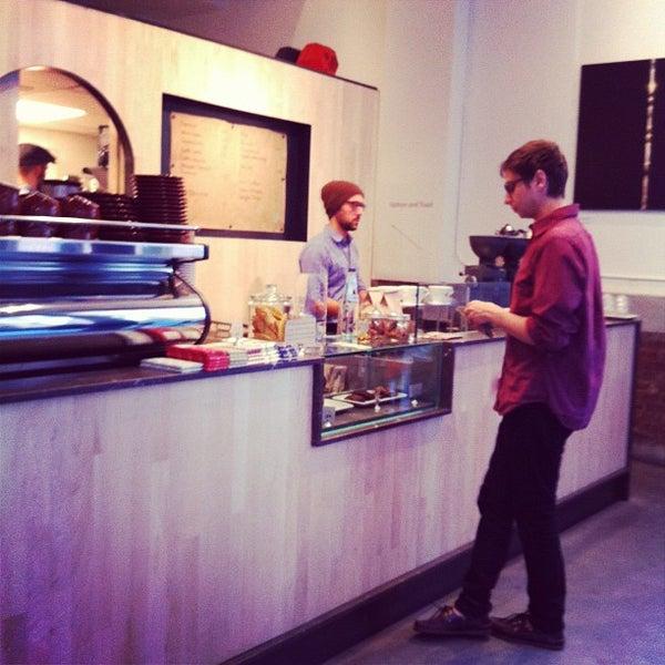 Снимок сделан в Blue Bottle Coffee пользователем Cindy T. 4/17/2012