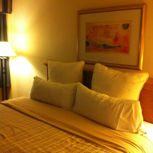 Photo taken at Four Points by Sheraton Los Angeles International Airport by Geb I. on 3/5/2012
