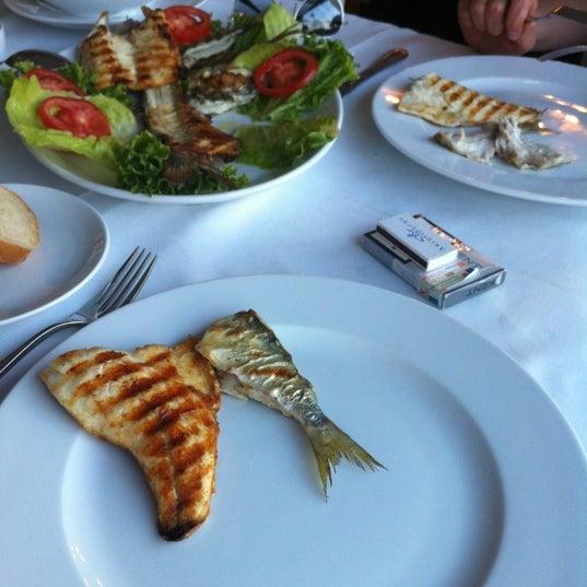 5/7/2012 tarihinde Dimas T.ziyaretçi tarafından Akıntı Burnu Restaurant'de çekilen fotoğraf