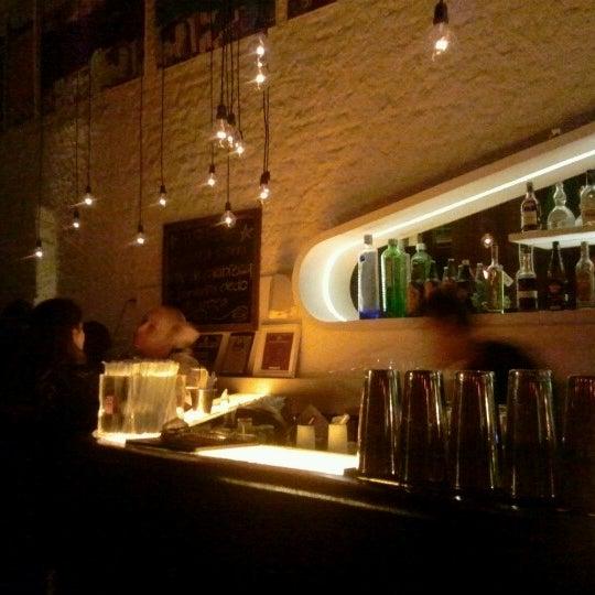 Foto scattata a Meza Bar da Tony R. il 8/25/2012