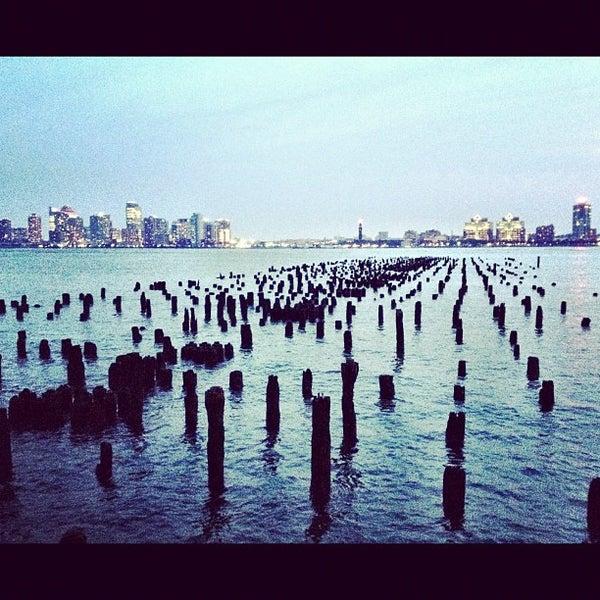 Das Foto wurde bei Hudson River Park von Michelle Y. am 6/30/2012 aufgenommen