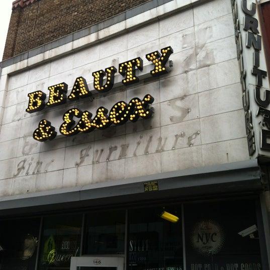 8/14/2012 tarihinde Darin B.ziyaretçi tarafından Beauty & Essex'de çekilen fotoğraf