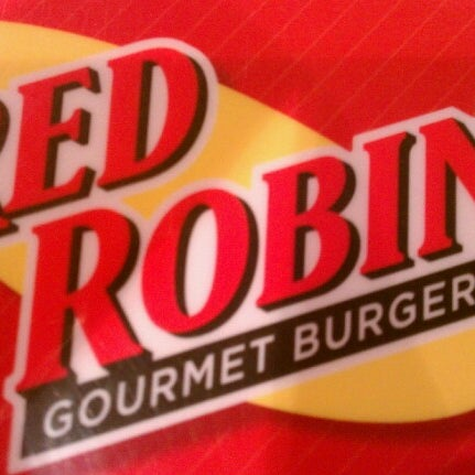 Photo taken at Red Robin Gourmet Burgers by GRIMM on 9/1/2012
