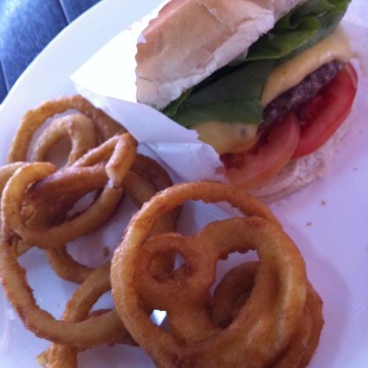 Foto tirada no(a) Brasil Burger por Alessandro M. em 11/17/2012