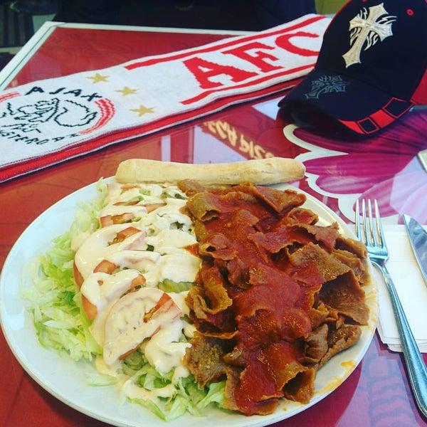 Foto diambil di Mega Pizza & Kebab oleh Rami P. pada 12/13/2015