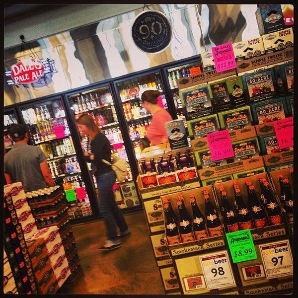 Foto tirada no(a) Argonaut Wine & Liquor por Stephen D. em 10/9/2013