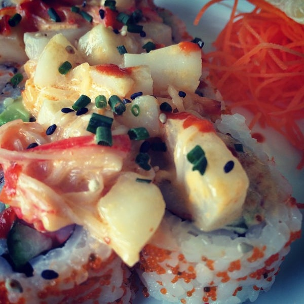 Photo taken at Yumm Thai : Sushi and Beyond by Paul V. on 10/18/2014