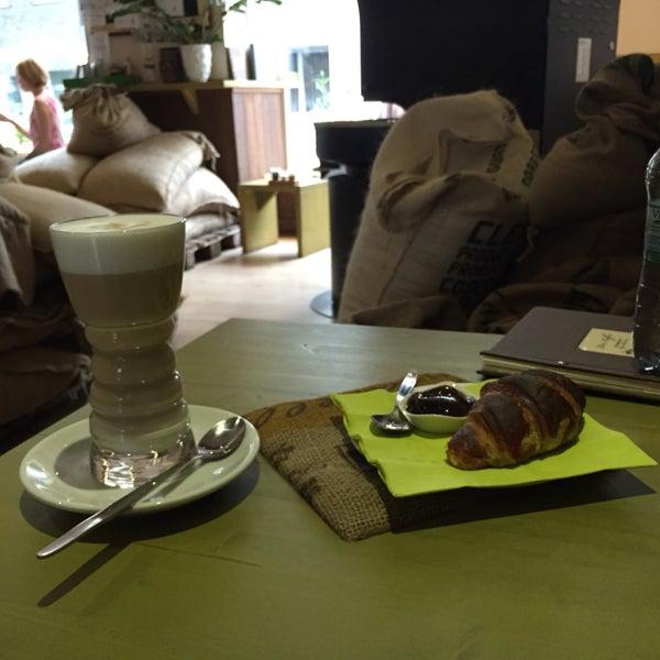 Latte macchiato e brioche. Tutto ok: cibo, servizio e location 👌🏻. Consigliato