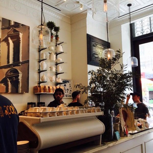 Foto scattata a Toby's Estate Coffee da Nami C. il 7/9/2014