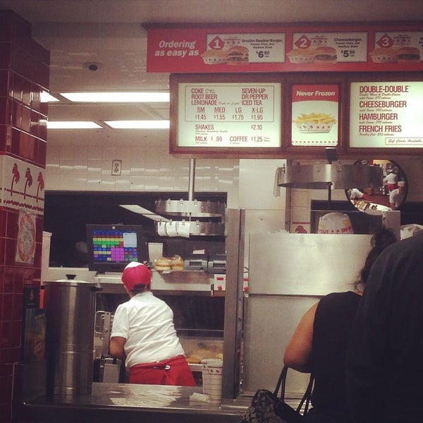 Photo taken at In-N-Out Burger by Max A. on 10/17/2014