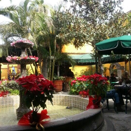 Foto tomada en El Patio por Ale T. el 12/27/2012
