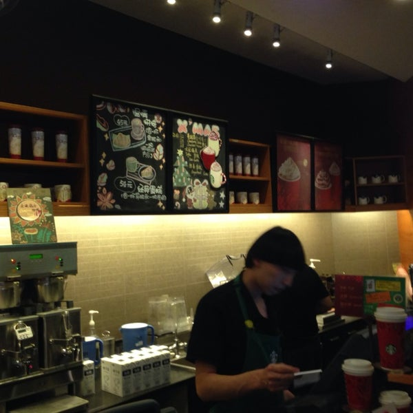 Photo taken at Starbucks (星巴克) by Joyce Y. on 12/8/2013