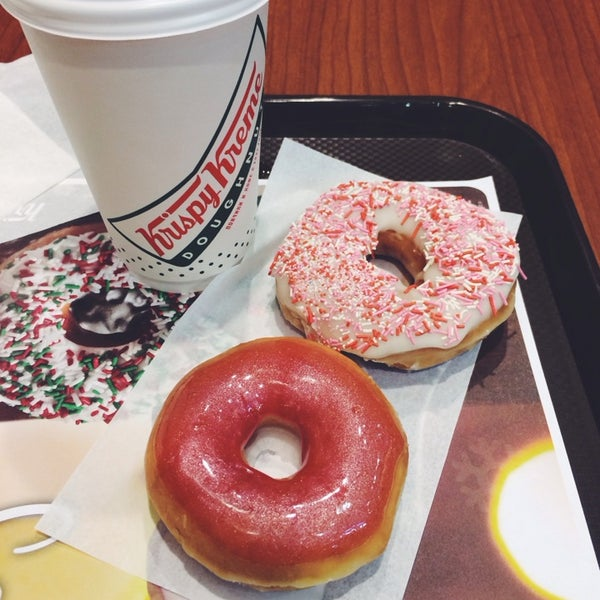 Снимок сделан в Krispy Kreme пользователем Maria K. 2/14/2014
