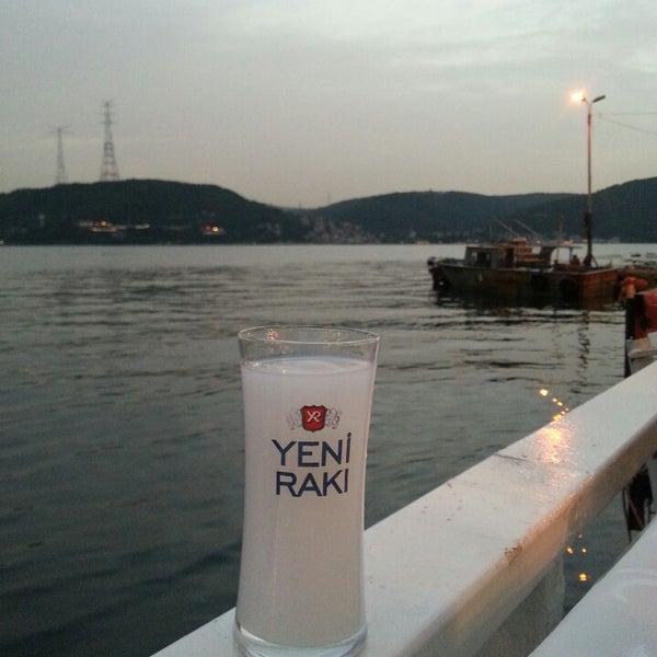 5/17/2013 tarihinde Dilek K.ziyaretçi tarafından Çapari Restaurant'de çekilen fotoğraf