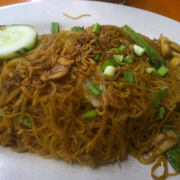 Photo taken at Thohirah Restaurant by Hong Lim P. on 10/20/2014