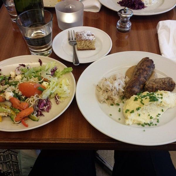 Das Foto wurde bei Deli Café Maya von Mitja M. am 1/30/2015 aufgenommen