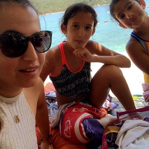 Das Foto wurde bei Olympos Mocamp Beach Club von Fatoş K. am 7/25/2018 aufgenommen