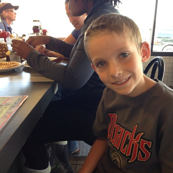Photo taken at Waffle House by Mike C. on 4/27/2014