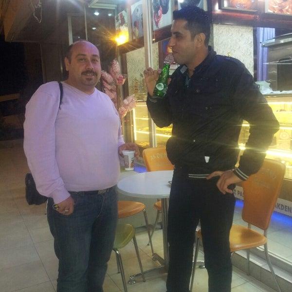 11/5/2013 tarihinde Serkan A.ziyaretçi tarafından Akdeniz Pastanesi'de çekilen fotoğraf