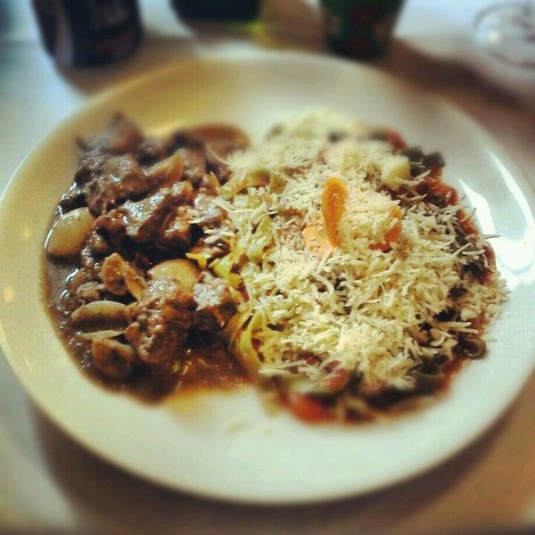 Foto tirada no(a) Zeffiro Restaurante por Felipe S. em 11/3/2012