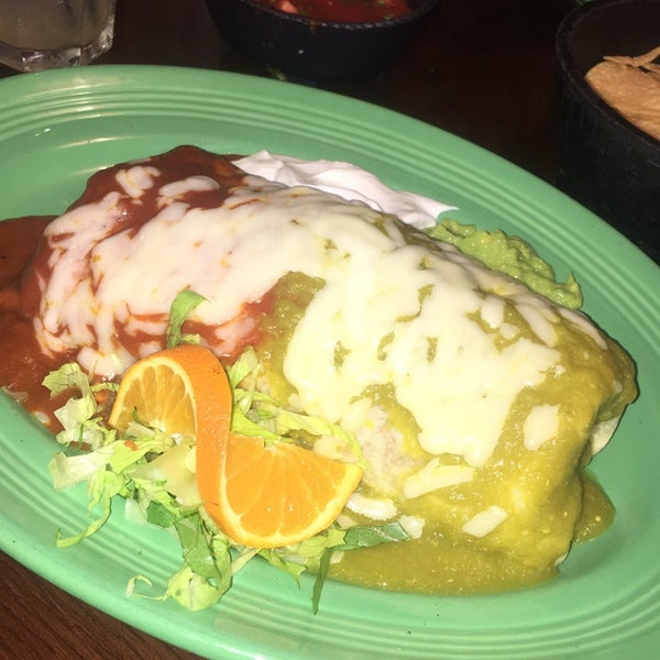 Foto tomada en Fiesta Martin Mexican Grill por Katie G. el 9/25/2017